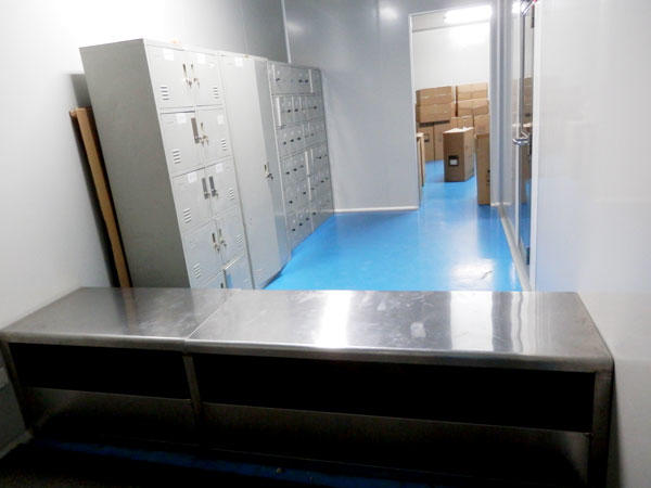 Air chamber room for staff change the cloth and shoes
