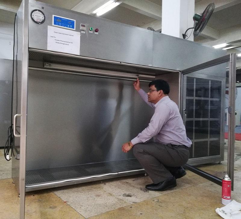 Bangladeshi Client Come HaoAirTech Inspection  Cleanroom Garment Cabinet